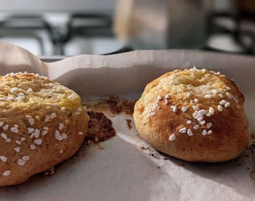 Voisilmäpulla (Finnish butter-eye buns)